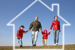 Если в вашей квартире прописано несколько человек, то при приватизации квартиры вы можете оформить ее в общую долевую или общую совместную собственность